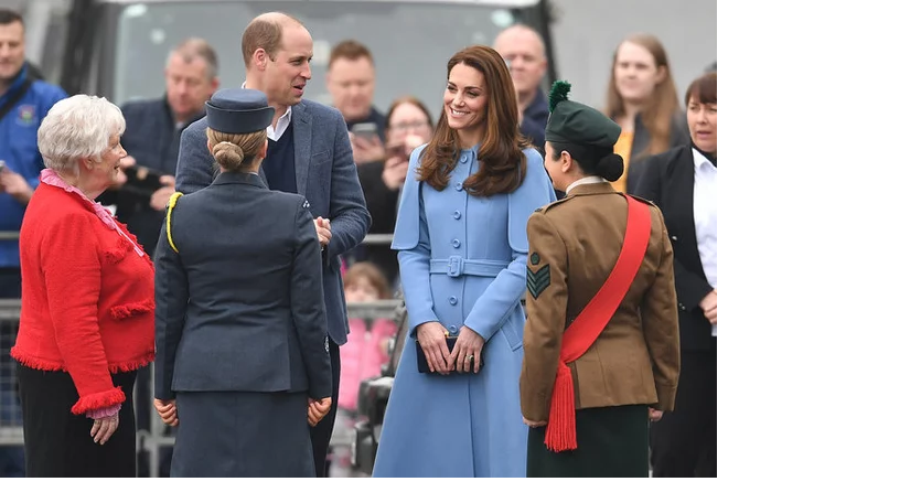Kate Middleton 's outfit in visiting Northern Ireland